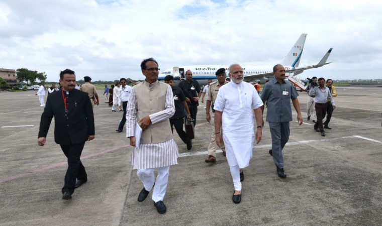 Prime Minister Narendra Modi is welcomed by Madhya Pradesh Chief Minister Shivraj Singh Chouhan in Indore, Madhya Pradesh, on Aug. 9, 2016.