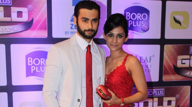 TV celebs talk about their first salary. Pictured: Varun Kapoor and his wife at Zee Gold Awards 2016