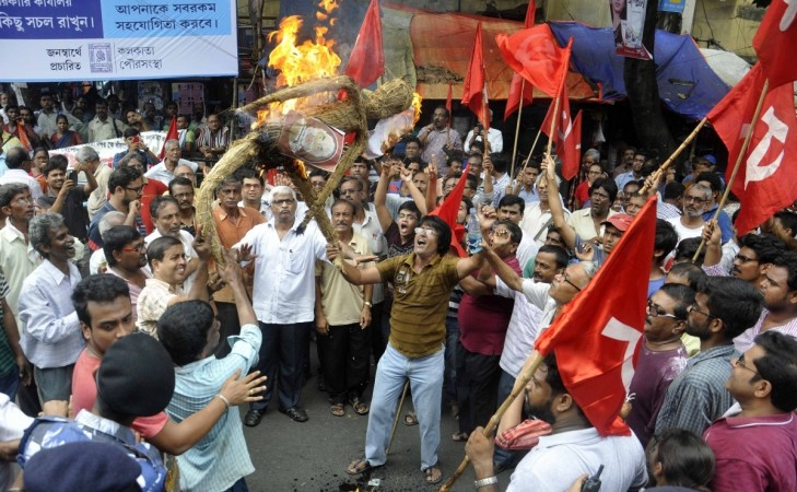Leftists stage a demonstration during the nationwide general strike called by the central trade unions in Kolkata, on Sept 2, 2016