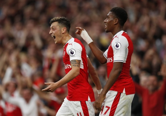 Mesut Ozil Alex Iwobi Arsenal