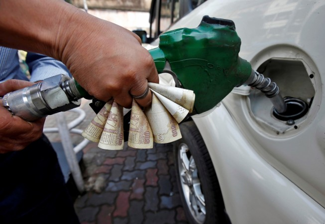 demonetisation, petrol pumps, paying by cash, petrol, diesel, petrol pump dealers