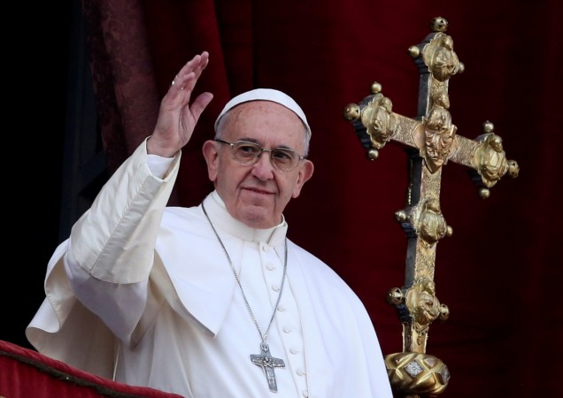 Pope Francis delivers 2016 Christmas Message of peace from the Vatican