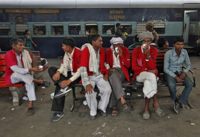 Indian railways, Railway coolies, India rail porters, coolies