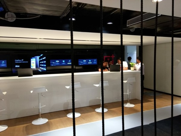OnePlus Experience Store Service center