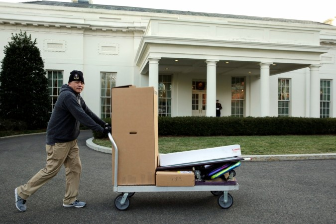 Farewell Obama Moving Day At The White House A Glimpse Of The