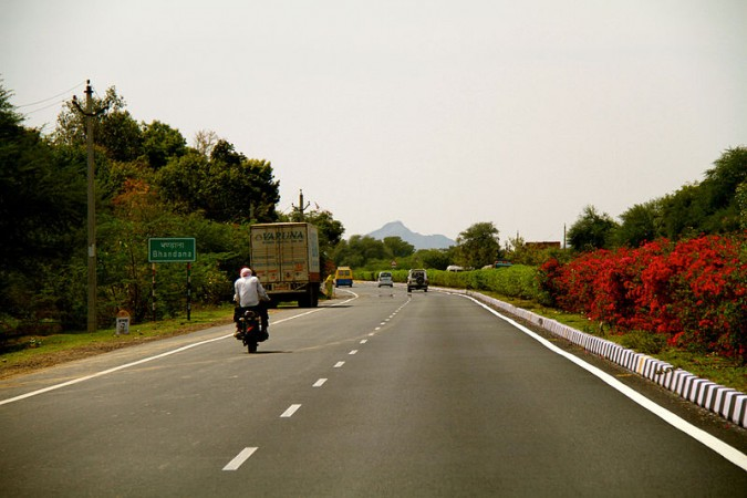 Jaipur-Agra highway 30 vehicle pile-up: 2 dead, 36 injured - IBTimes