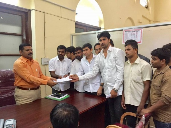 BJP Yuva Morcha of Bangalore submitting the complaint letter
