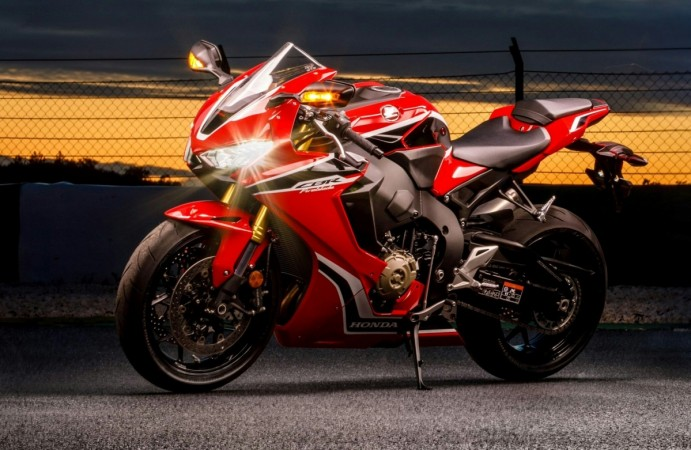 2017 Honda CBR 1000RR Fireblade launched at Rs 17.60 lakh in India - IBTimes India