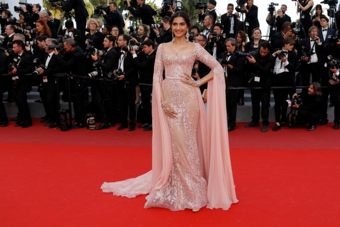 Cannes 2017: Never seen Sonam Kapoor pull off a gown like this before; the diva makes a royal entry [PHOTOS] - IBTimes India