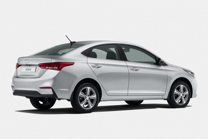 Hyundai Verna Offers Bumper Sale Discount Of Nearly 1 Lakh Ahead