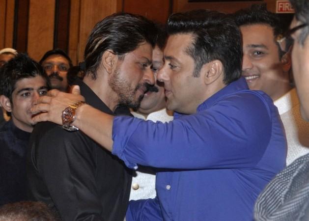Shah Rukh Khan, Salman Khan at Baba Siddiqui's Iftar party 2014