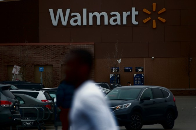 Walmart tops Fortune Global 500 list