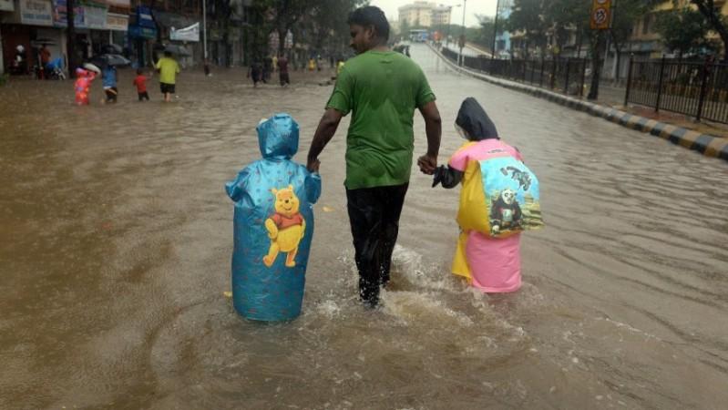 Mumbai floods: heavy rains lash Indian financial hub causing major disruption