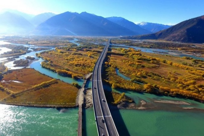 Lhasa-Nyingchi highway