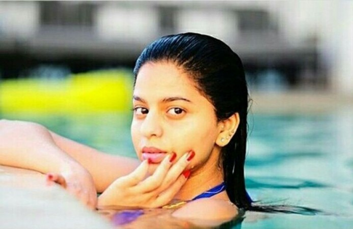 SRK daughter Suhana swimming pool