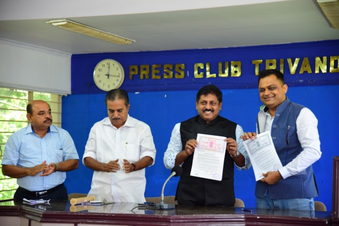 Indywood Founder Director Sohan Roy and Badal Saboo, Chairman, Badal Saboo Group and Face of India exchanging the MoU.