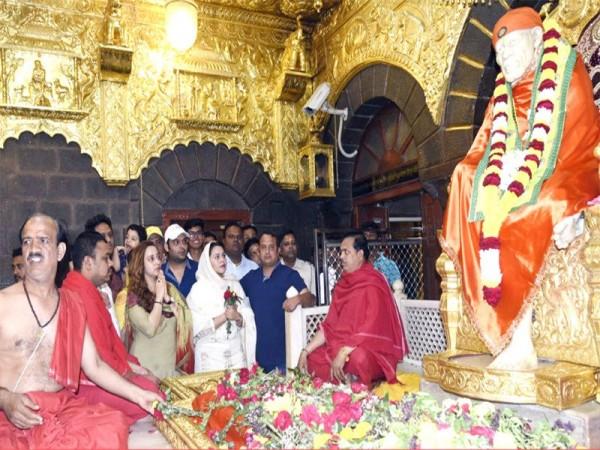 Kapil Sharma with Ginni Chatrath at Sai Baba temple in Shirdi