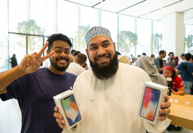 Customers with iPhone X in Dubai
