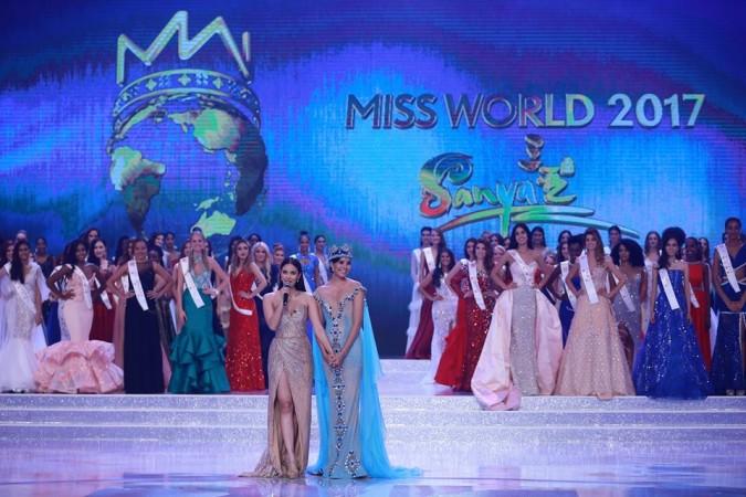 Miss World 2017 winner Manushi Chhillar is seen with outgoing titleholder Stephanie Del Valle