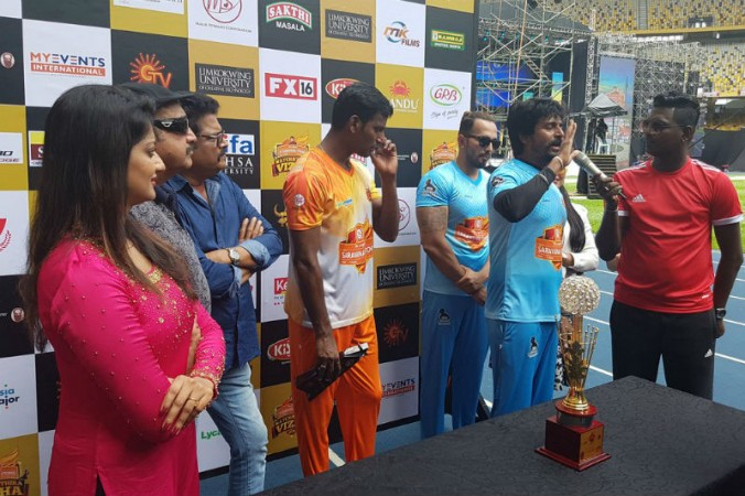 Sivakarthikeyan gearing up for the Cricket Match at Natchathira Vizha