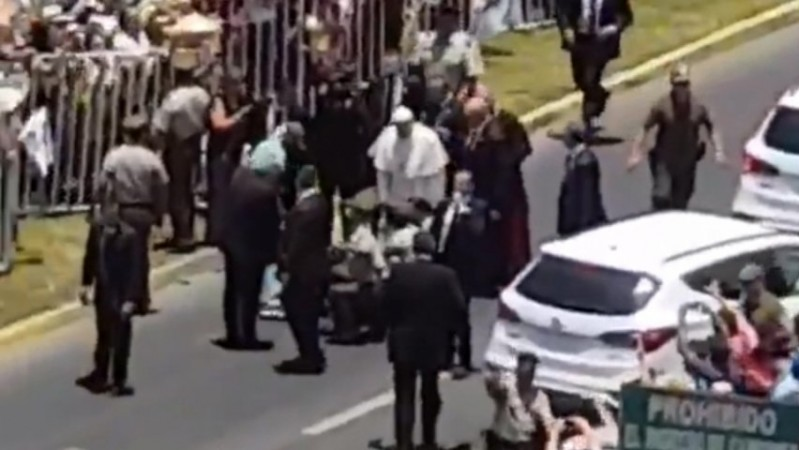 Pope rushes to help police officer thrown from horse during parade