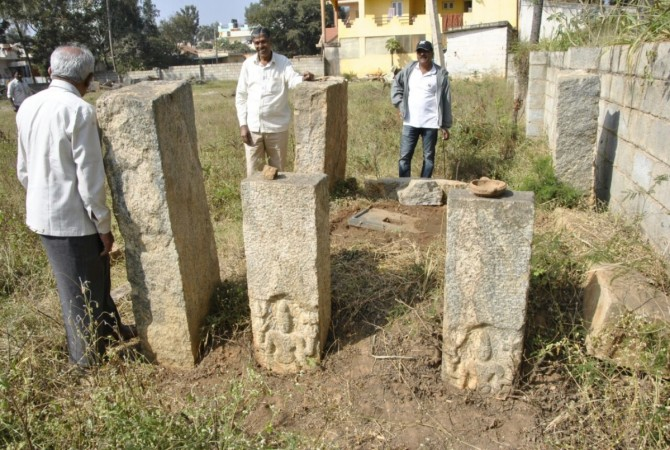 BMTC bus driver Dhanpal M discovers ancient inscriptions in Yelahanka