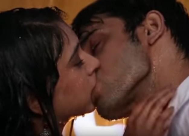 Kiss day 2018, Parth Samthaan-Niti Taylor kiss in Kaisi Yeh Yaariaan