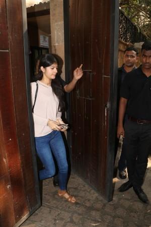 Janhvi Kapoor and Khushi Kapoor friends arrive at Anil Kapoor's residence in Mumbai