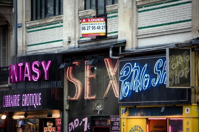 Thief breaks into sex shop in Barcelona
