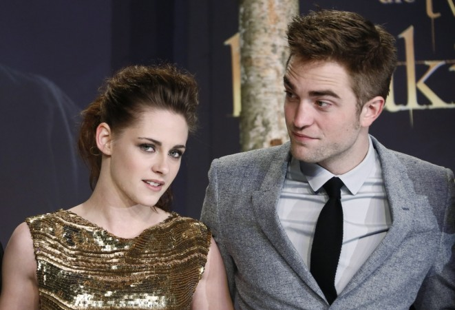 Cast members Robert Pattinson (R) and Kristen Stewart pose for pictures before the German premiere of The Twilight Saga: Breaking Dawn Part 2 in Berlin, November 16, 2012.