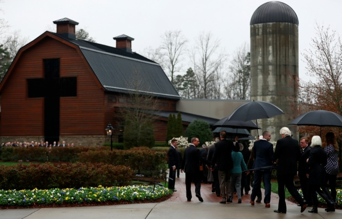 The casket containing the late U.S. evangelist Billy Graham is received by his family and others at the Billy Graham Library in Charlotte, North Carolina, U.S. March 1, 2018.