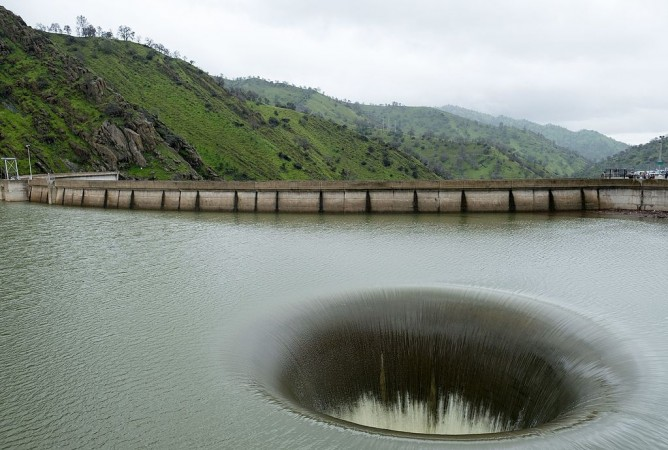 Giant hole in the middle of a lake in California