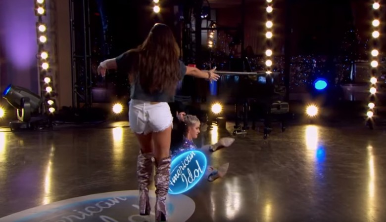 Katy Perry fell on America Idol season 16 sets