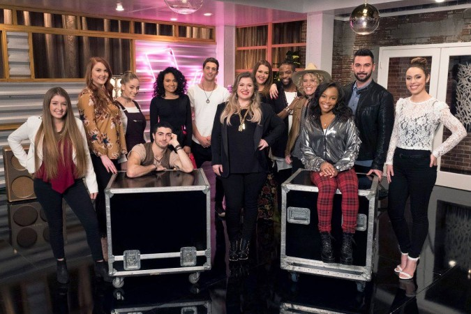 Kelly Clarkson with the members of her team