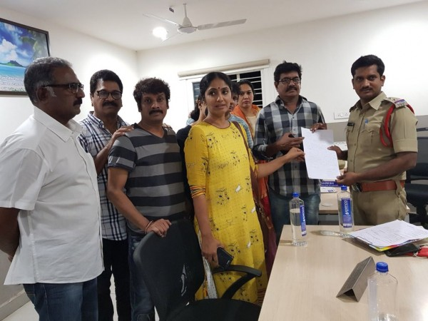 Shivaji Raja, Jhansi, Uttej and Hema filing complaint against TV5 anchor Samba Siva Rao