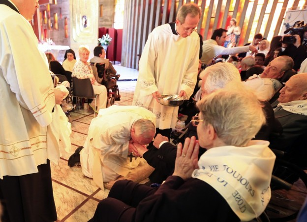 Many observe Holy Thursday, washing of the feet at cathedral