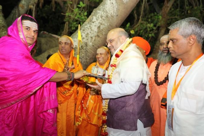 Amit Shah met Veerashaiva-Lingayats.