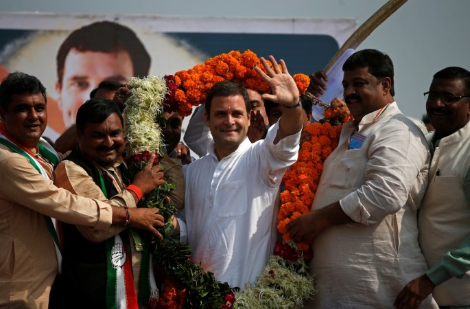 Garland hurled at Rahul Gandhi lands perfectly around his neck