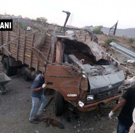 18 people killed as truck overturns on Mumbai-Bengaluru highway