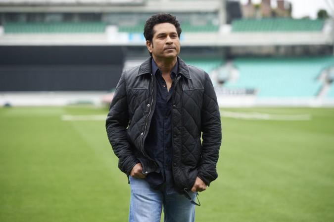 Sachin Tendulkar plays gully cricket on Mumbai streets