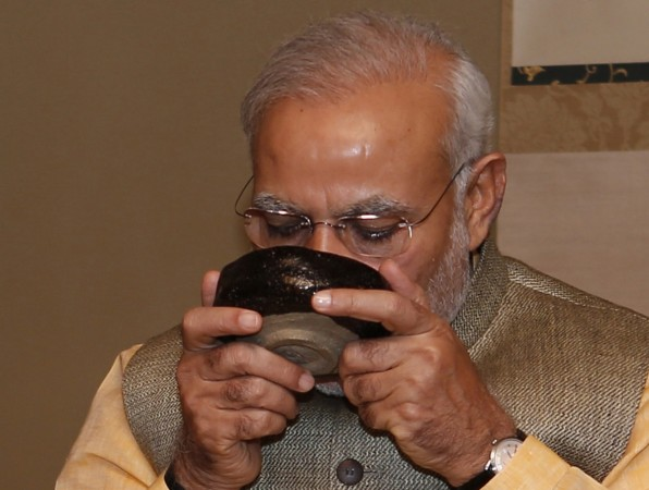 modi sipping tea