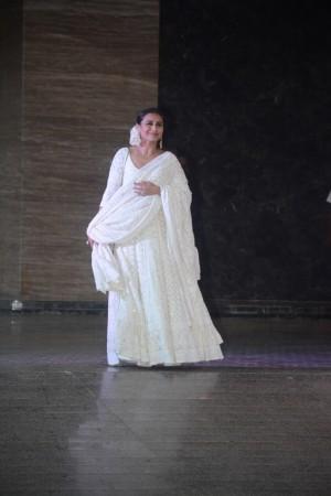 Sonam kapoor and Anand Ahuja Sangeet