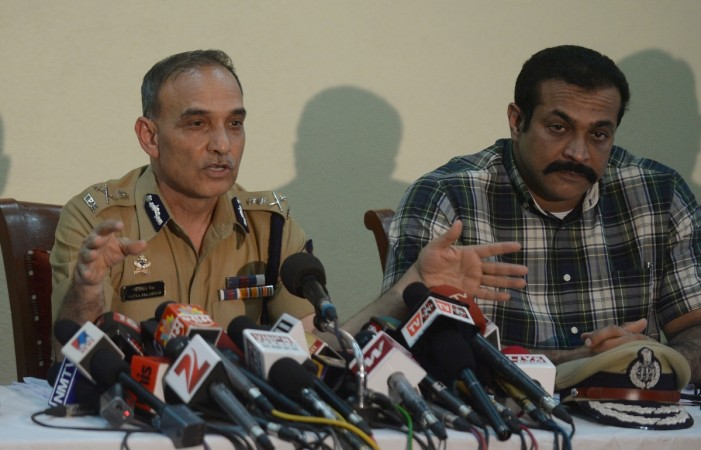 Top cop Himanshu Roy shoots self