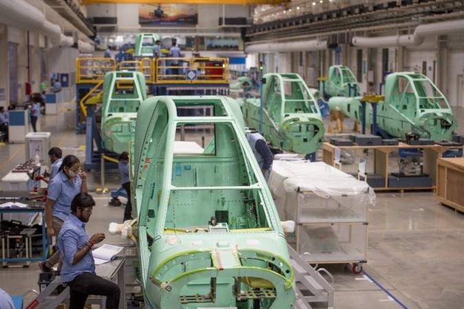 A Tata Boeing Aerospace entrega a primeira fuselagem de helicóptero de combate AH-64 Apache da instalação de Hyderabad