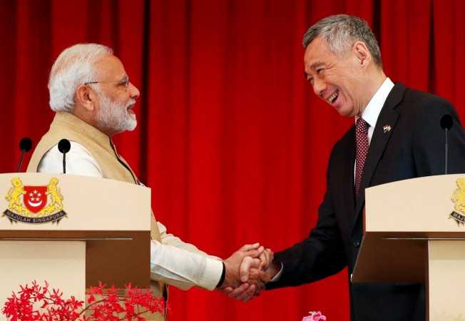 India's Prime Minister Narendra Modi shakes hands with Singapore's Prime Minister Lee Hsien Loong at the Istana in Singapore June 1, 2018. REUTERS/Edgar Su