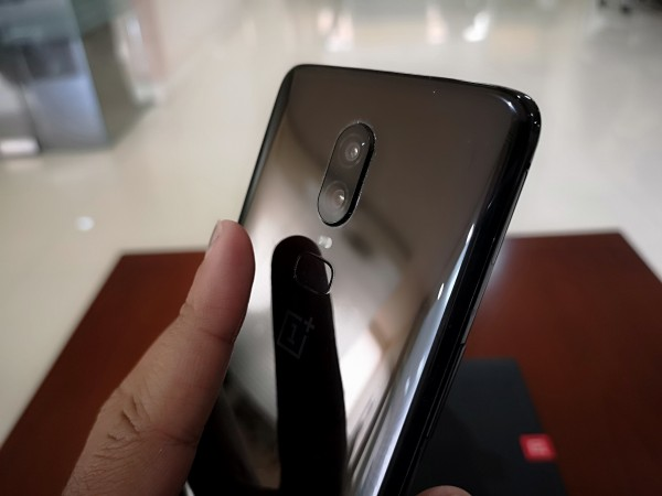 OnePlus 6 has a rear-mounted fingerprint scanner and an accurate facial unlocking feature