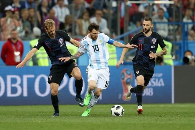 Lionel Messi Argentina Croatia Strinic Brozovic
