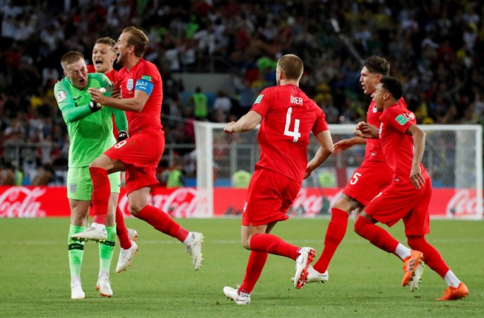 Eric Dier celebrates winning the penalty shootout with his team mates