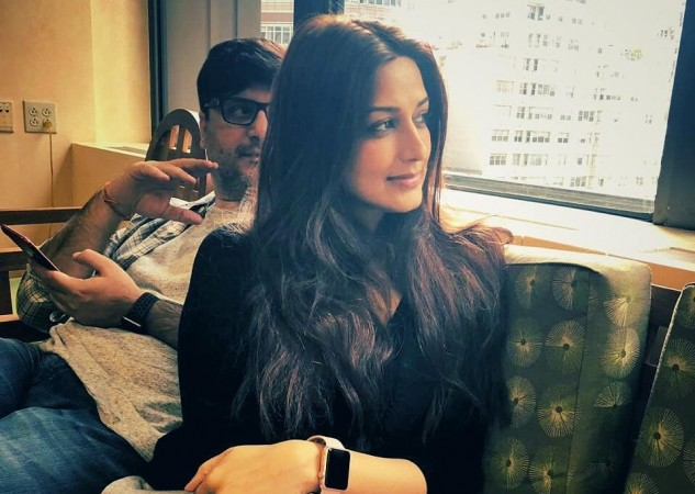 Image result for oto: Sonali Bendre gets a haircut as she undergoes cancer tr