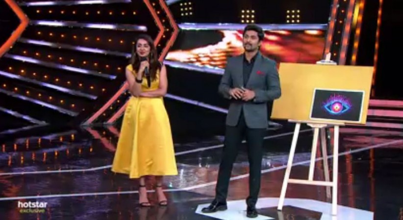 Tejaswi Madiwada with host Nani on Bigg Boss Telugu 2
